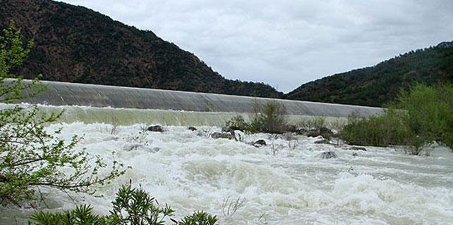 Şiddetli yağış baraj kapaklarını açtırdı
