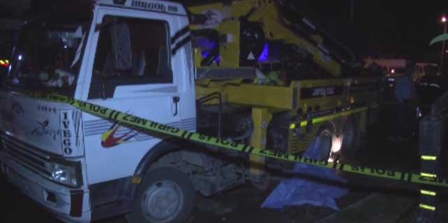 Tamir ettiği kamyonun altında kalan kişi öldü