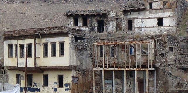 Tevfik Paşa Konağı ve tarihi evlerin durumu içler acısı