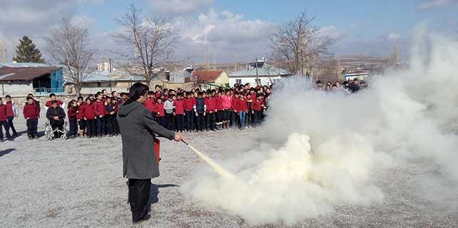 Ulaş'ta okulda yangın ve deprem tatbikatı yapıldı