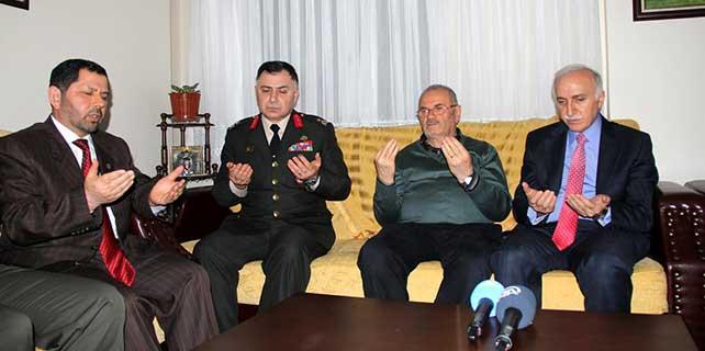 Vali Şahin, şehit Uzman Çavuş Şengül'ün ailesine taziye ziyaretinde bulundu