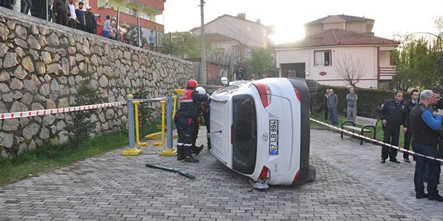 Zonguldak'ta otomobil devrildi: 2 yaralı