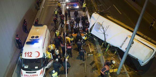 Başkent'te özel halk otobüsü devrildi: 14 yaralı 1 ölü