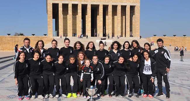 Beşiktaş Kadın Futbol Takımı, Anıtkabir'i ziyaret etti