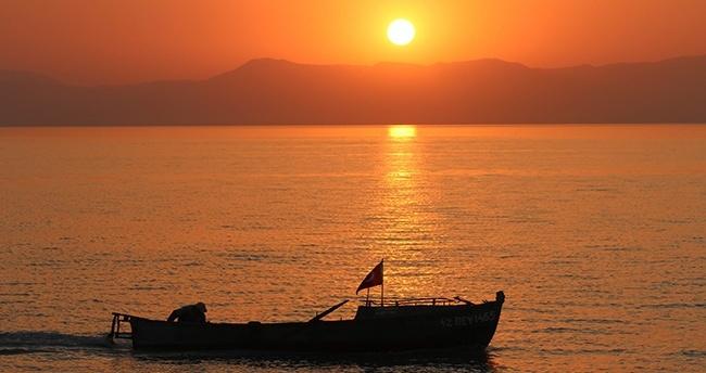 Beyşehir Gölü'nde güneşin batışı bir başka güzel