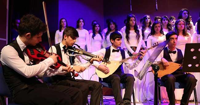 """Diyarbakır'da """"Dinler ve Diller"""" konseri"""