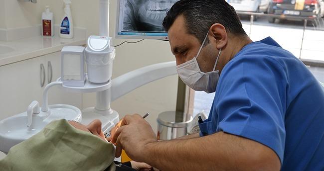 Doğal dişlere en iyi alternatif; İmplant