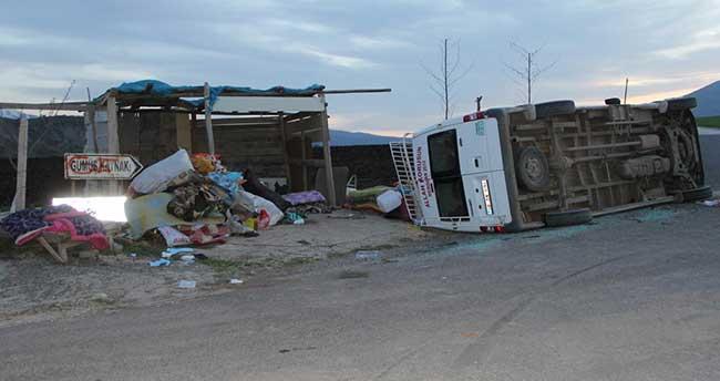 Elazığ'da işçileri taşıyan minibüs devrildi: 22 yaralı