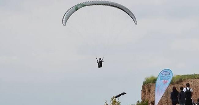 Engelli vatandaşların yamaç paraşütü keyfi
