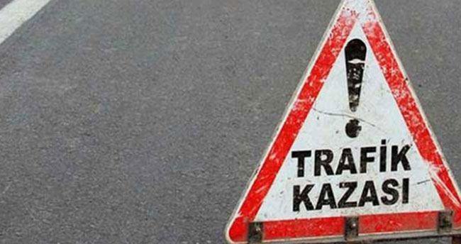 İşçileri taşıyan kamyonet direğe çarptı: 7 yaralı