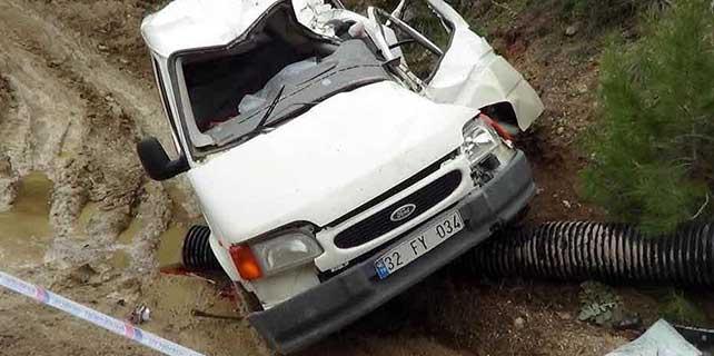 Isparta'da üzerine kaya düşen panelvanın sürücüsü öldü