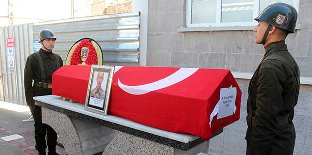 Kalbine yenik düşen asker Konya'da toprağa verildi