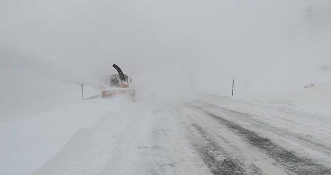 Kar, Antalya'yı Konya'ya bağlayan yolu kapattı