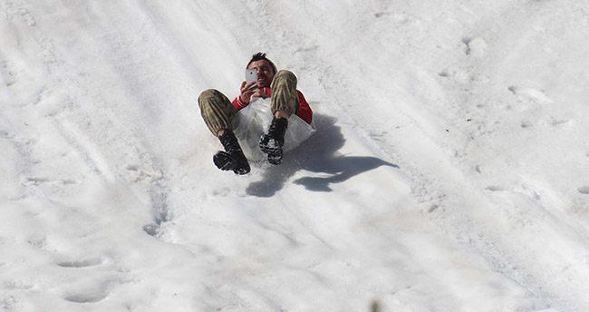 Konya'da baharda özçekimli kayak keyfi