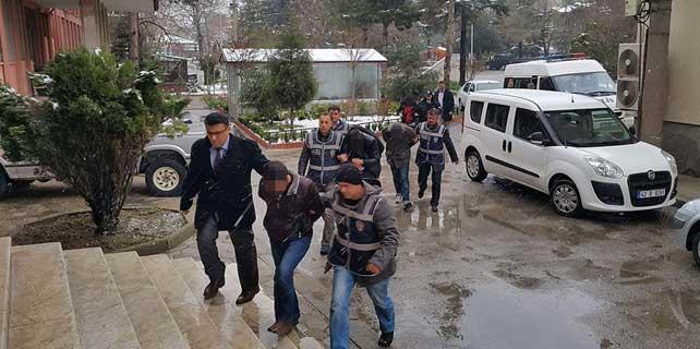 Konya'daki uyuşturucu operasyonunda zanlılar adliyeye sevk edildi