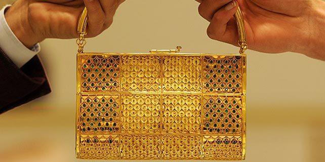Lüks otomobil fiyatına altın çanta