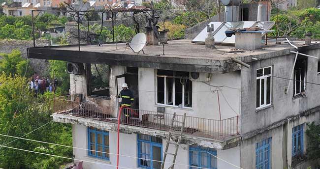 Manavgat'ta ev yangını: 1 ölü