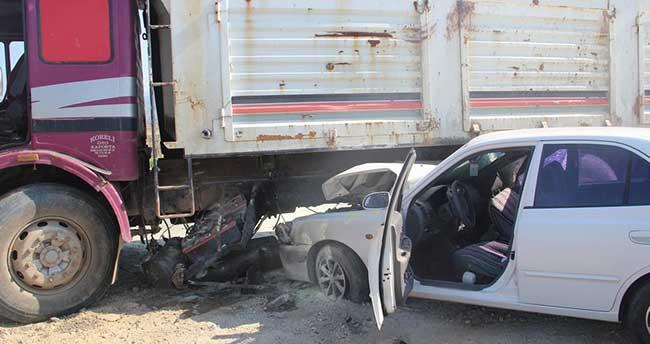 Manisa'da kamyon ile otomobil çarpıştı: 4 yaralı