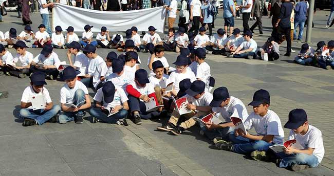 """Muhammed lafzı"" şeklinde dizilip kitap okudular"
