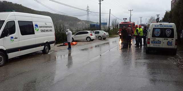 Sakarya'da otomobil su kanalına devrildi: 2 ölü