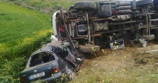 Salihli'de kamyon ile otomobil çarpıştı: 1 ölü