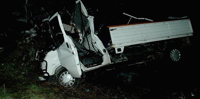 Samsun'da kamyonet su kanalına düştü: 3 yaralı