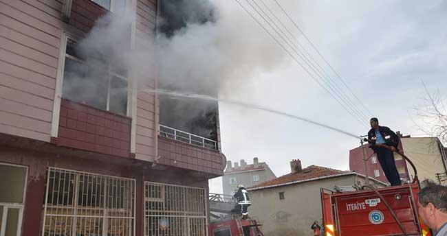 Sobayı benzin ile tutuşturmaya kalkınca evi yaktı: 4 yaralı