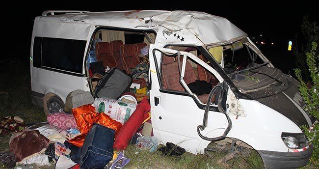 Tarım işçilerini taşıyan minibüs devrildi: 3 ölü, 12 yaralı