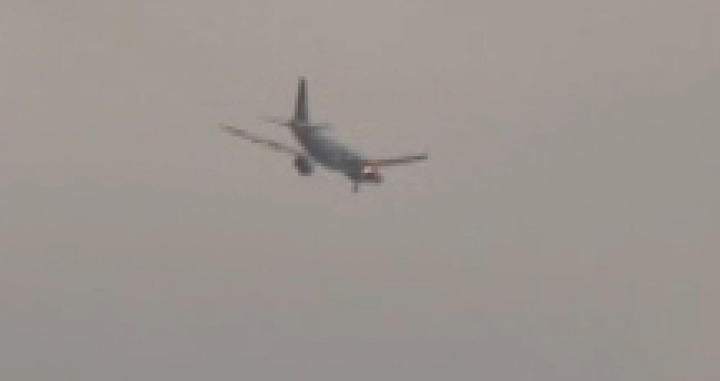 THY uçağının motoru alev aldı