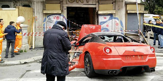 Vale 320 bin Euroluk Ferrari'yi parçaladı