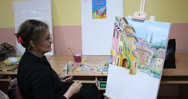 Yağlı boya resim kursuna kadın ilgisi