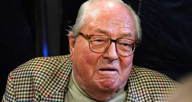 Aşırı sağcı Le Pen'in partisine üyeliği askıya alındı