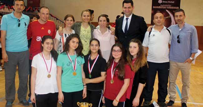 Badminton Turnuvası'nda İhlas Koleji şampiyon oldu