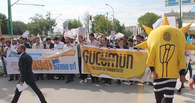 Başbakan Davutoğlu'na Gençlik Yürüyüşü ile Destek