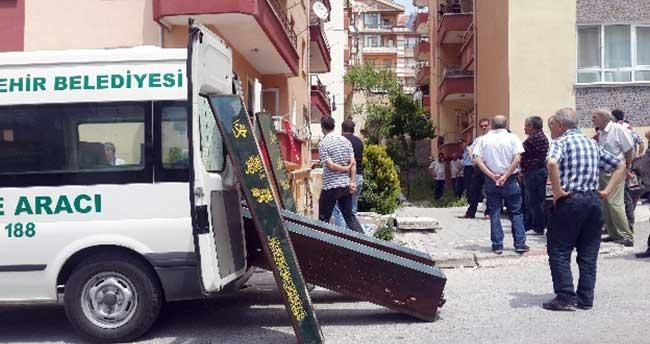 Cinnet getiren polis dehşet saçtı: 3 ölü