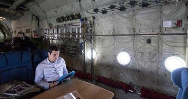 Yunanistan'ın Başbakanı Aleksis Çipras nakliye uçağında seyahat etti