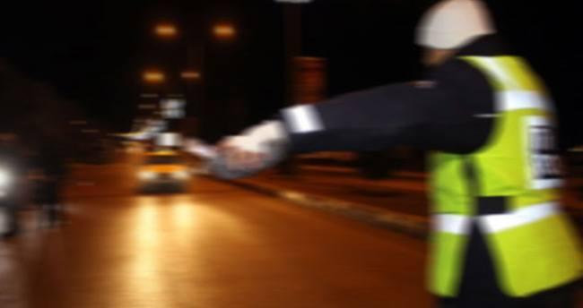 Dur ihtarına uymayan araç polise çarparak şehit etti
