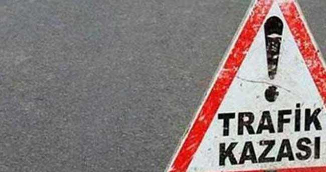 Erzurum'da otomobil traktöre çarptı: 8 yaralı