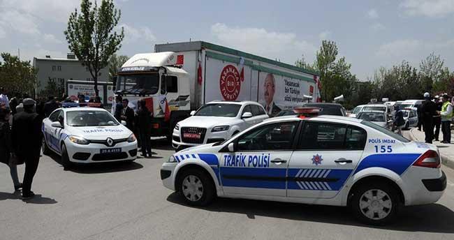 """Erzurum'daki """"CHP'nin seçim tırı"""" tartışması"""