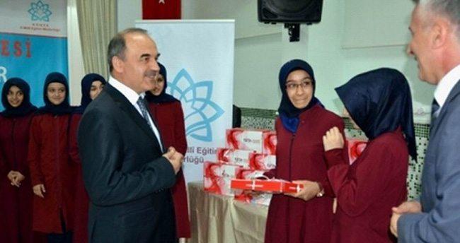Fatih Projesi Kapsamında Öğrencilere Tablet Dağıtıldı