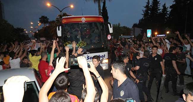 Galatasaray kafilesi, Adana'ya gitti