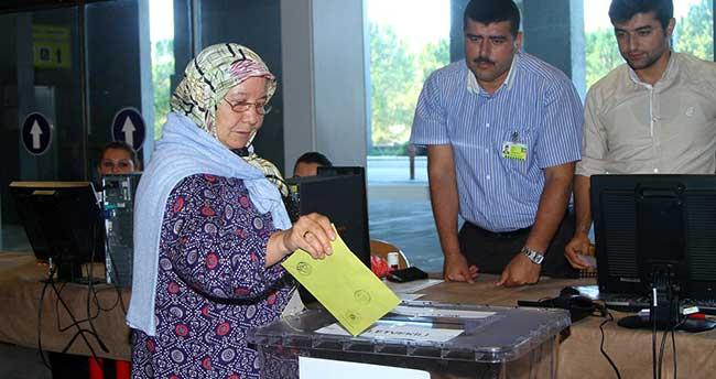 Gümrük kapılarında oy kullanma işlemi
