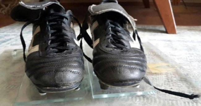 Hagi'nin UEFA kupasını getiren efsane kramponları satışta