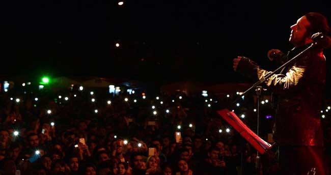 Halil Sezai Şarkılarıyla Öğrencileri Mest Etti