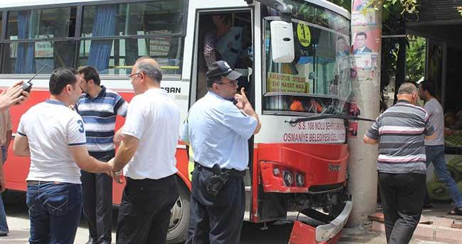 Halk otobüsü ile otomobil çarpıştı: 6 yaralı