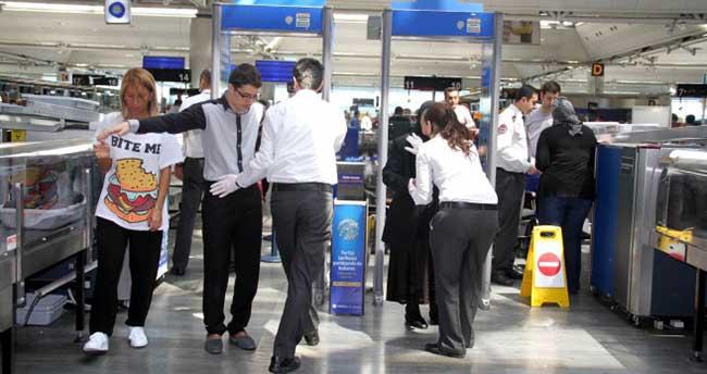 Havalimanlarında yolcular elle aranacak