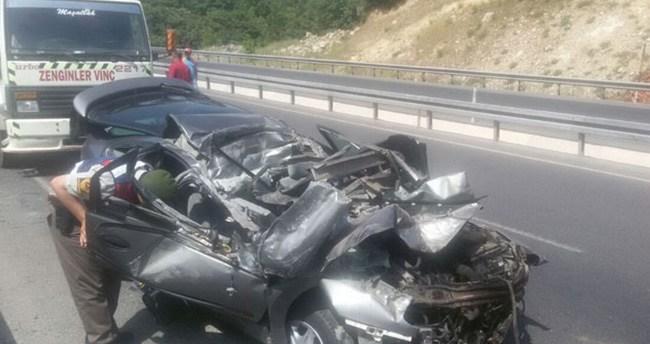 Hurdaya dönen araçtan sağ çıktılar: 2 yaralı