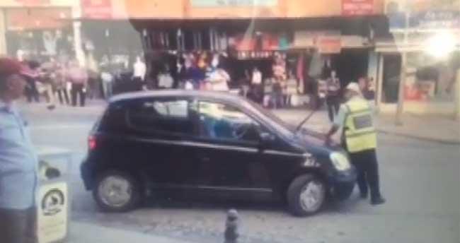 İhtarına uymadığı polisi, aracının tamponuyla iterek kaçtı