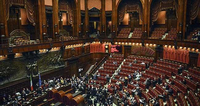 İtalya'da yeni seçim kanunu yasalaştı