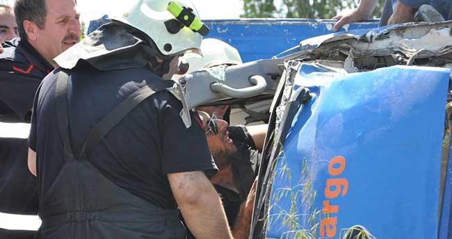 İznik'te kamyonet devrildi: 1 yaralı